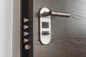 Drzwi zewnętrzne – na co należy zwrócić uwagę przy ich wyborze